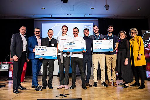 Landesrätin Bohuslav, Präsidentin der Wirtschaftskammer NÖ sowie die Geschäftsführer der Bezirksblätter Niederösterreich Oswald Hicker und Ewald Schnell mit dem 1.,2. und 3. Platz.