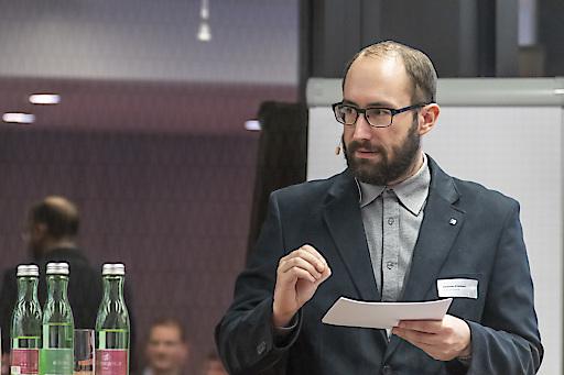Querdenker Johannes Klietmann meint, dass die Zukunft dann gelingen würde, wenn wir die richtigen Fragen stellen.