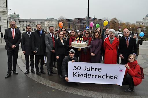 Bundesregierung bei Kinderrechte-Aktion von Bundesjugendvertretung und Netzwerk Kinderrechte.