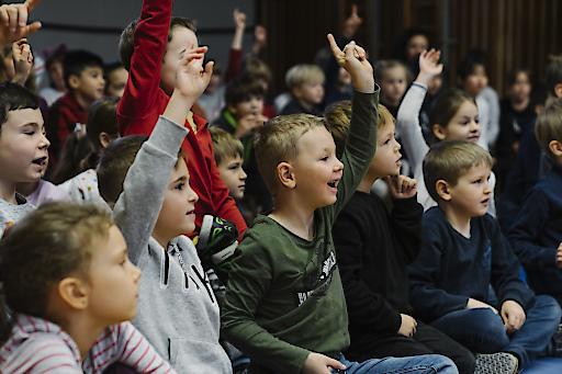 Kinder der VS Laar Berg Straße beim Großen Vorlesetag 2019 bei der Lesung mit Manuel Ortlechner