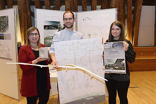 """Lisa Tobisch und Miriam Jäger, beide angehende Bauingenieurinnen, haben gemeinsam mit dem Architekturstudenten Andreas Rogala das Projekt """"Donaustern"""" entworfen und dafür den ersten Platz gewonnen."""
