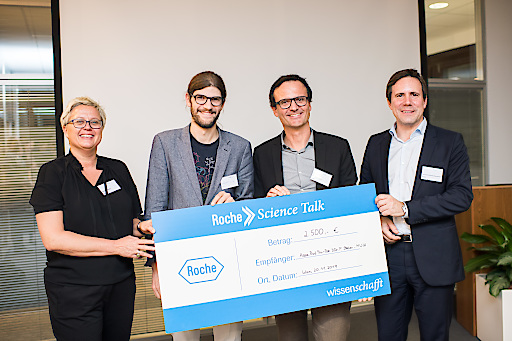 Verleihung des 4. Roche Science Awards an Assoz. Prof. Priv.-Doz. DDr. Philipp Staber. Am Foto mit Dr.med.univ. Christoph Kornauth durch PD Dr. Johannes Pleiner-Duxneuner (Roche Medical Director) und Dr. Bärbel Klepp (Roche External & Legal Affairs Director).