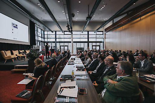 Foto: Bautage 2019 Hauptsaal © jollyschwarzphotography Rund 180 begeisterte Teilnehmer verzeichnete die Premiere der ÖSTERREICHISCHEN BAUTAGE.