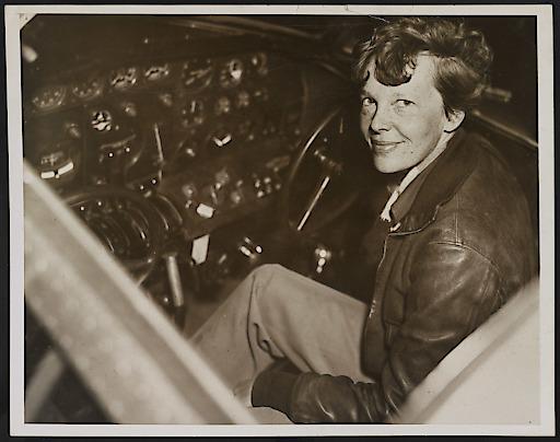 """Amelia Earhart in ihrem Cockpit: Was ist mit der berühmten Flupionierin tatsächlich geschehen? (© Library of Congress). Weiterer Text über ots und www.presseportal.de/nr/107804 / Die Verwendung dieses Bildes ist für redaktionelle Zwecke honorarfrei. Veröffentlichung bitte unter Quellenangabe: """"obs/National Geographic"""""""