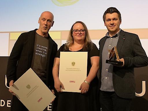 Thomas Jank (Tom Jank Network), Theresa Hager (Tourismusverband) und Andreas Unterberger (Tourismusverband) freuen sich über die Auszeichnung