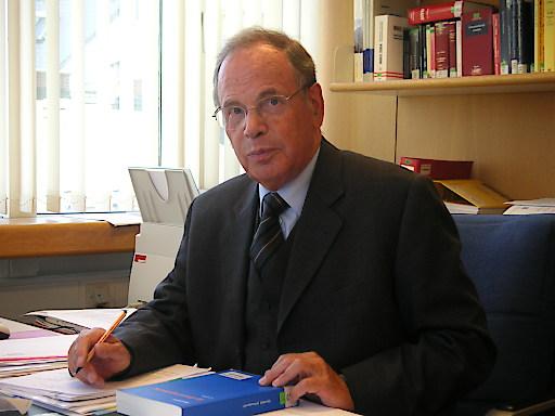 Rechtswissenschaftler Theo Öhlinger erhält den Wilhelm Hartel-Preis der ÖAW.