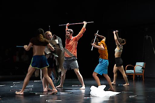 Nach einem erfolgreichen Special für das tanz ist Festival, zeigt der renommierte Choreograf Elio Gervasi eine eigene Wien-Version der Performance Incorpo-ratis am 5., 6. und 7. Dezember 2019 im Off Theater. Neben 7 internationalen Tänzer*innen stehen auch ein Opernsänger und ein Maler auf der Bühne. v.l.r. Riccardo De Simone, Lotta Sandborgh, Soul Roberts, Chiara Corbetta, Federica Aventaggiato
