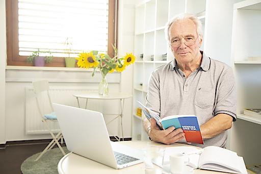 """Ing. Josef Stancl, Angehöriger:""""Ich helfe meiner Frau und die Online-Schulung hilft mir."""""""