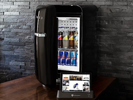 #upgrade (Minibar von SMEG, Digitale Gästemappe von Betterspace, Organics by Red Bull)