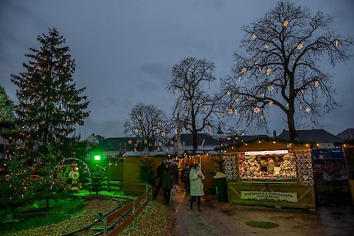 Weihnachtsmarkt am Rathausplatz Klosterneuburg