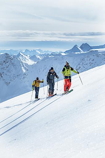 Skitourengeher in den Tiroler Bergen.