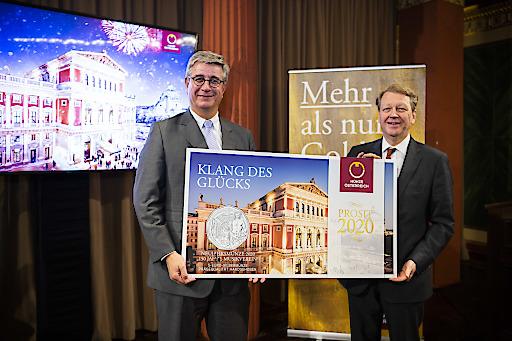 GD Starsich stellt sich als erster Gratulant mit der Neujahrsmünze 2020 zum 150. Jubiläums des Musikvereins ein
