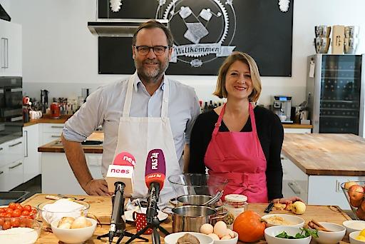 NEOS Wien: Kein frisches Essen für Wiens Kindergärten und Schulen? Sepp Schellhorn und Bettina Emmerling kochen eine Alternative