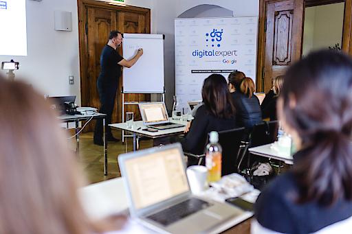 In den historischen Mauern des Schloss Urstein der FH Salzburg startet ab März 2020 wieder der Zertifikatslehrgang Suchmaschinenmarketing.