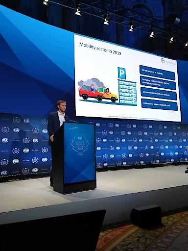 René Schader auf der Bühne der FIA Region I Jahreshauptversammlung