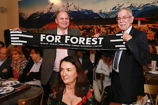 FOR FOREST (Herbert Waldner) und Bundespräsident Alexander Van der Bellen setzen sich für die Zukunft des Planeten ein.