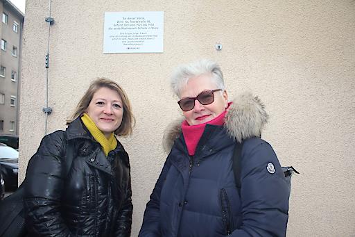 Die Gedenktafel in der Troststraße Nr. 98 erinnert an Wiens erste Montessori-Schule.