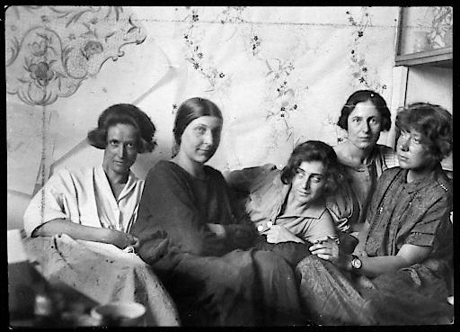 Charlotte Billwiller, Mathilde Flögl, Susi Singer, Marianne Leisching und Maria Likarz, Fotografie, 1924/25