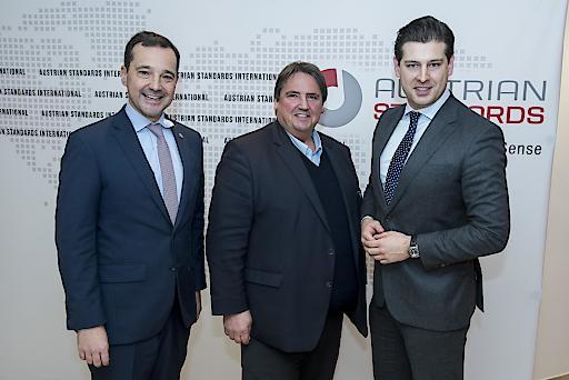 v.l.n.r. Gerald Loacker (NEOS), Josef Muchitsch (SPÖ) und Philipp Schrangl (FPÖ) bei der 2. Jahrestagung für Baurecht und Baustandards