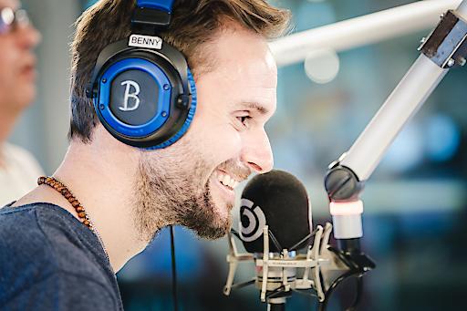 Benny Hörtnagl, Ö3-Musikexperte, bei der Arbeit