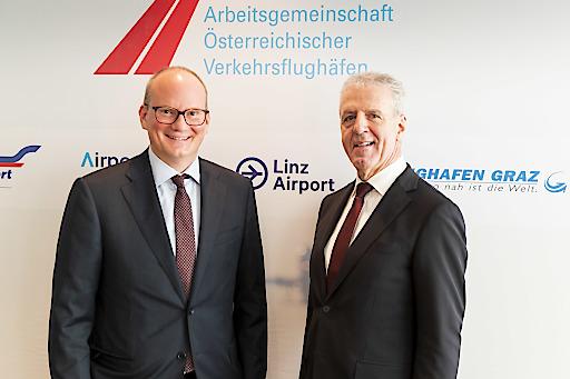 Mag. Julian Jäger, Präsident AÖV und Vorstand Flughafen Wien AG, und Mag. Gerhard Widmann, Vizepräsident AÖV und Geschäftsführer Flughafen Graz