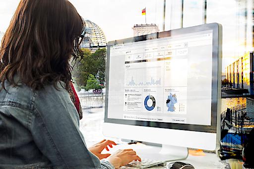 """Die dpa erweitert gemeinsam mit dem Berliner Politikbeobachter Polit-X ihren digitalen Markplatz dpa-connect. dpa-Kunden haben ab sofort einen direkten Zugang zum Angebot des Monitoringdienstes -und umgekehrt. Fotomontage: Polit-X. Weiterer Text über ots und www.presseportal.de/nr/8218 / Die Verwendung dieses Bildes ist für redaktionelle Zwecke honorarfrei. Veröffentlichung bitte unter Quellenangabe: """"obs/dpa Deutsche Presse-Agentur GmbH/Montage: Polit-X"""""""