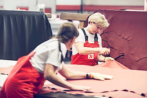 Lederprüfung in der Produktion Feldbach