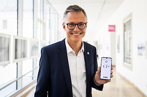 Jan Trionow mit 5G Speedtest auf ZTE Axon 10 Pro beim 5G Start von Drei in Linz am 20.6.2019.