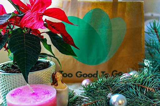 Auch zu Weihnachten ist Lebensmittelverschwendung ein Problem. Too Good To Go möchte das ändern.