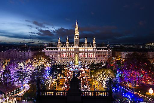 Die besten Weihnachtsmärkte Europas liegen in Ungarn, Wien und Polen. Mit 31.811 Stimmen liegt der Wiener Christkindlmarkt am Rathausplatz auf dem großartigen zweiten Platz.