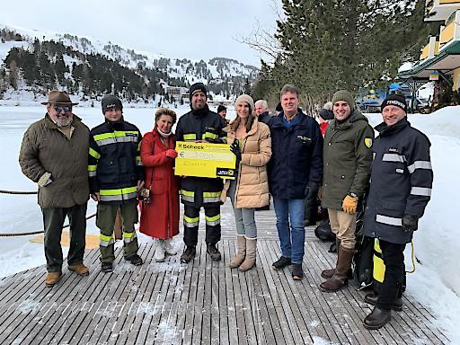 3.000 Euro an die freiwilligen Feuerwehren aus der Region. Durch ihren mutigen Einsatz haben sie vielen Personen bei den letzten Unwettern geholfen.