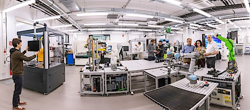 5G Campus-Lösungen ermöglichen neue Industrie-Anwendungen wie autonome Transportsysteme in der Logistik.