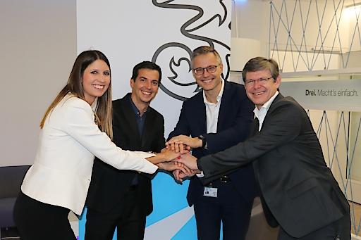 v.l.n.r. Marion Paschinger, Geschäftsführerin easy green energy, Herr Jean-Brice Piquet-Gauthier, Geschäftsführer easy green Energy, Drei CEO Jan Trionow und Drei CCO Rudolf Schrefl