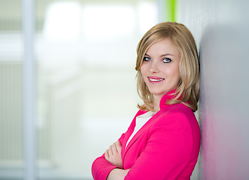 Portrait von Carina Reile neuer Head of Marketing & Communications bei Coface.