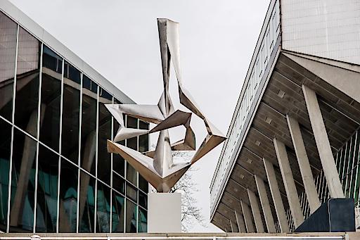 """Stahlplastik """"Die Bewegung"""" von Bildhauer Wander Bertoni"""