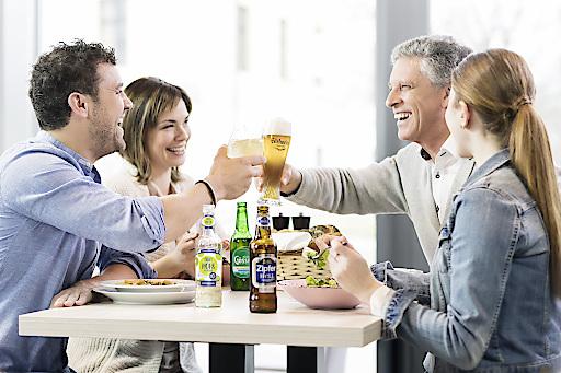 Insbesondere untertags greifen die Österreicherinnen und Österreicher verstärkt zu alkoholfreien Bieren, auch zum Anstoßen bei geselligen Anlässen.