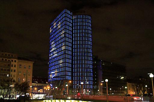UNIQA Tower mit Sonderbespielung zum 25-jährigen Jubiläum
