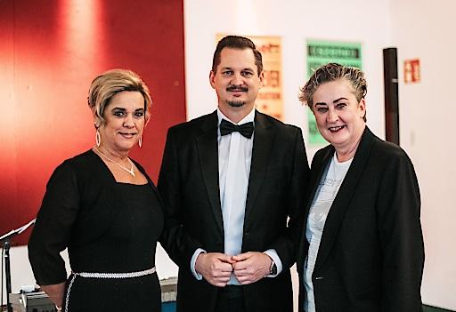 SWV Simmering-Vorsitzende Werberätin Mag.a Ortrun Gauper (r) mit dem Bezirksvorsteher Favoriten Marcus Franz und Bezirksrätin Eva Zolcher (l)