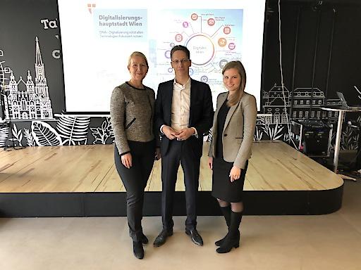 5G Use Case Challenge - Präsentation der Gewinnerprojekte am 13.1.2019 in Wien. Ulrike Huemer, CIO der Stadt Wien und Maximilian Scherr und Melanie Nimianu (v.l.n.r.) betonten die Vorbildwirkung des Vorzeigeprojekts auf europäische Städte und die gute Zusammenarbeit als Basis für den Erfolg der Challenge.