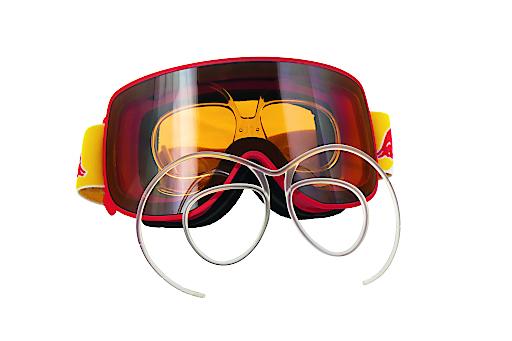 Skibrillen-Clip sort für perfekte Sicht auf der Piste.