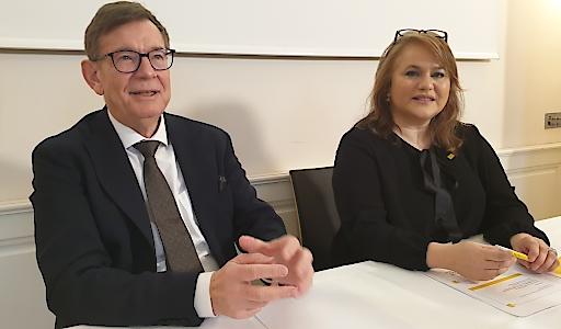 """BILD zu OTS: Urs Sieber ist Geschäftsführer der Schweizer Nationalen Dachorganisation der Arbeitswelt Gesundheit """"OdASanté"""", die das """"Schweizer Modell"""" der Ausbildung in der Pflege mitentwickelt hat. Elisabeth Anselm ist Geschäftsführerin des Hilfswerk Österreich."""
