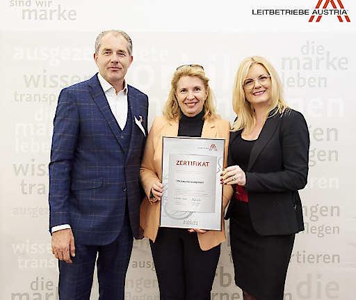 V.l.n.r.: TPA Partner Klaus Bauer-Mitterlehner und Veronika Seitweger mit Leitbetriebe Austria GF Monica Rintersbacher