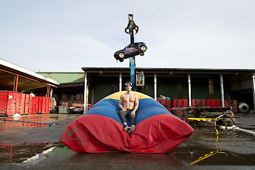 """Influencer Stefan Petrov beim """"Car-Blobbing"""". Das Viralvideo erzielte mehr als 500.000 Views in drei Tagen."""
