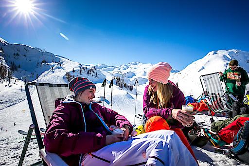 Unvergessliche Momente im Schnee – Sonnenskilauf und coole Events in der Salzburger Sportwelt.