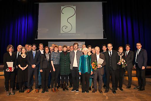 PreisträgerInnen, ÜberreicherInnen, Mitglieder der Jury, ModeratorInnen (Bisovsky und Claudia Gschweitl) und Elisabeth Ploier (Witwe von Eduard Ploier)OTS -
