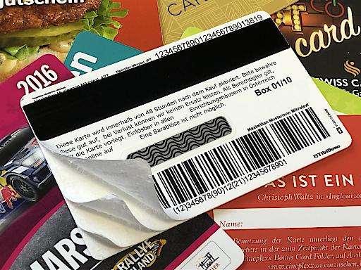 Kartonkarten als Alternative zu Plastikkarten können sowohl mit Barcode als auch Magnetstreifen oder Chip ausgestattet werden.