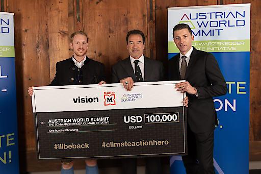 v.li.n.re. Raphael Reifeltshammer (CEO Vision1), Arnold Schwarzenegger, Dr. Günther Helm (Müller Drogerien)