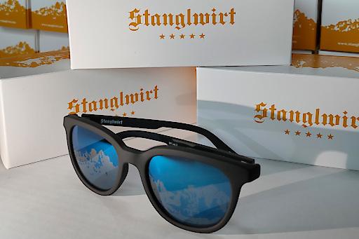 Must-Have des Hahnenkamm-Wochenendes: Die Sonnebrillen von Vision1 mit dem Wilden Kaiser.