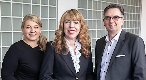 """Karin Schaumberger (links) und Michael Führlinger übernehmen die Geschäftsführung bei emporia Deutschland. Eigentümerin Eveline Pupeter: """"Ich bin sehr zuversichtlich, dass wir gemeinsam unser Ziel, Markführer in Europa zu werden, erreichen."""""""