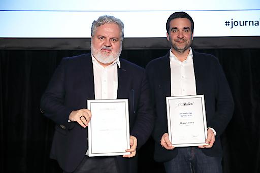 APA-CR Johannes Bruckenberger wurde als Chefredakteur des Jahres 2019 ausgezeichnet; im Bild mit Falter-Chefredakteur Florian Klenk auf Rang 2.